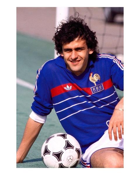 Michel Platini termine meilleur buteur de l'édition 1984 avec 9 buts.