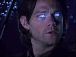Por qual anjo Sam é possuido sem saber?