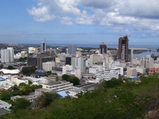 Quelle île a pour capitale Port-Louis ?
