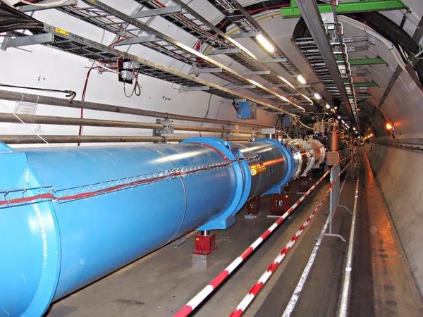 Qui possède un accélérateur de particules provoquant des collisions de faisceaux à la vitesse de la lumière ?