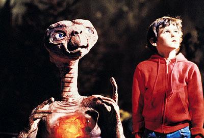 """Qui a réalisé le film """"E.T. en 1982 ?"""