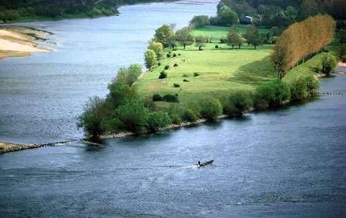 Quel fleuve a son bassin complètement en France ?