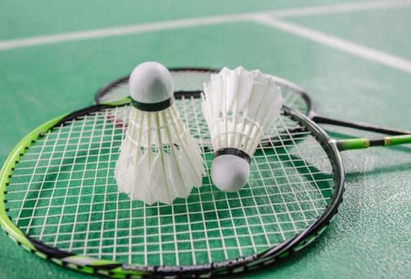 """Comment dit-on """"badminton"""" en espagnol ?"""