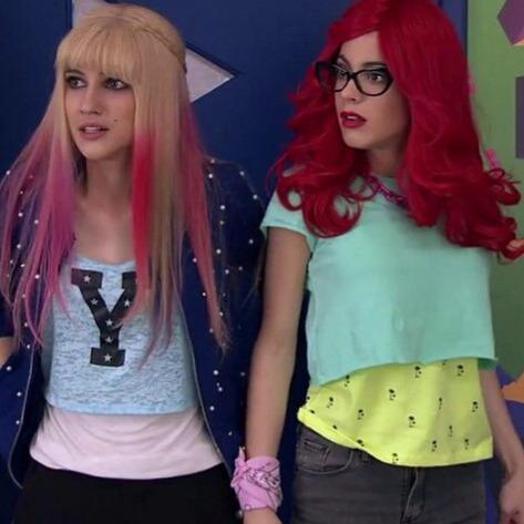 Qui est la fille à côté de Roxy/Violetta ?