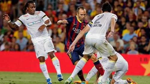 Qual foi o humilhante placar sofrido pelo Santos no último confronto com o Barcelona ?