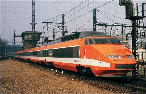 De quel pays est ce TGV 1 propulsé par des turbines à gaz ?