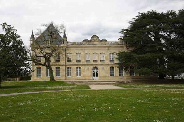 Où trouve-t-on le Château Bel-Air, centre d'entraînement des Girondins ?