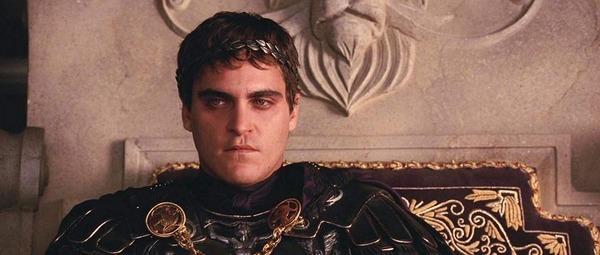 Joaquin Phoenix joue quel rôle dans Gladiator ?