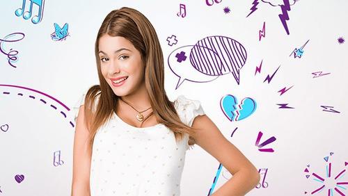 Violetta, 1. sezondaki Francesca'nın kostümlü partisinde ne kostümü giymiştir ?