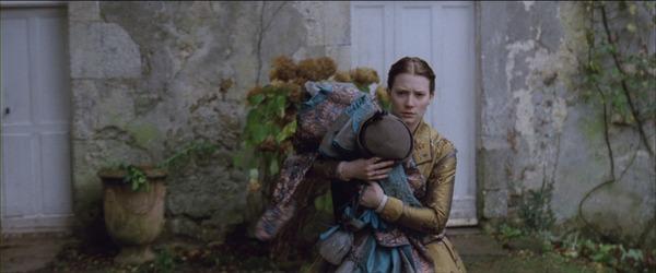 Après maintes hésitations, comment Emma décide-t-elle d'appeler sa fille ?