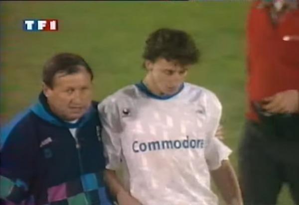 En 1993, contre quelle équipe l'AJA est-elle éliminée en demi-finale de la Coupe UEFA ?