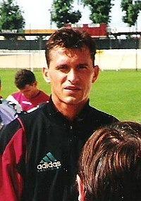 Disparu bien trop tôt il avait gardé entre autres les buts de Toulon, Caen, PSG, Lyon..... C'est ?
