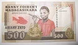 Quelle est l'une des monnaies officielles du pays ?