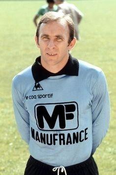 Cette saison, il est le gardien de but de l' AS Saint-Etienne, il s'agit de ?