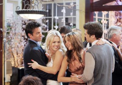 Dans quelle saison Val est en couple avec Vic et Holly avec Vince ?