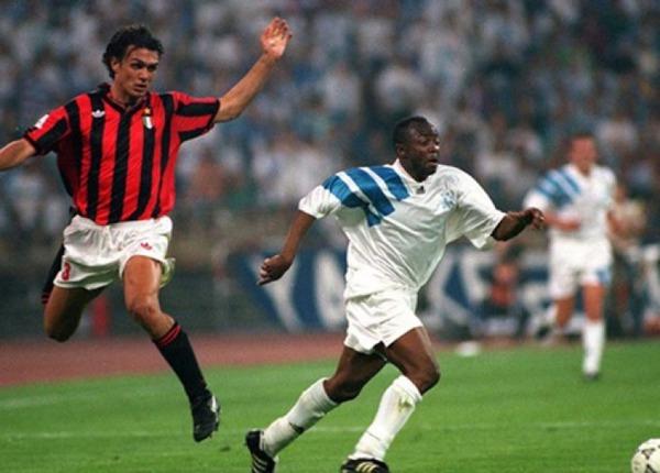 Dans les ultimes secondes, Abédi Pelé va obtenir un penalty.