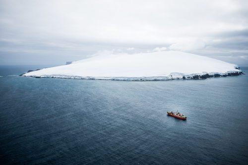 Quand fut découverte l'île Bouvet, la terre la plus isolée au monde ?