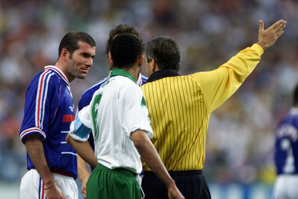 Pour quelle raison Zinédine Zidane se fait-il expulser dans ce match ?