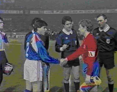 Le 20 février 1991 à Paris, les Bleus reçoivent l'équipe d'Espagne. Qui va ouvrir le score ?
