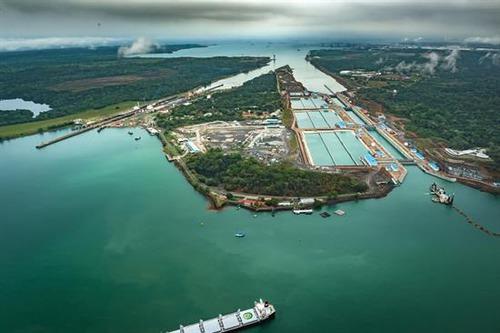 Quels océans sont reliés par le canal de Panama ?