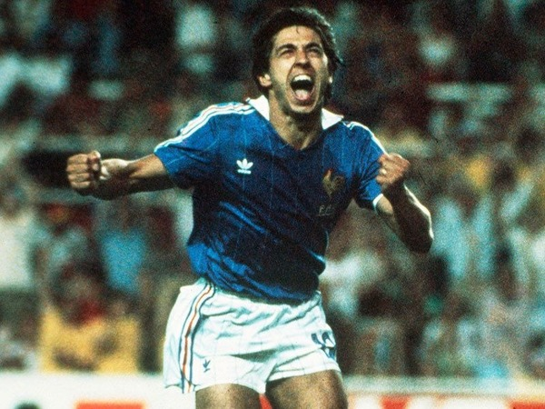 Incroyable mais vrai !! C'est la France qui va inscrire un 3e but par un Alain Giresse sur une belle passe de .......