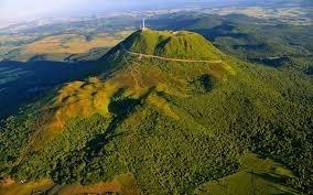 Combien y a-t-il de volcans dans la chaîne des Puys ?