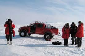 Dans l'épisode au Pôle Nord, James et Jeremy utilisent un pick-up pour faire la course contre Richard qui conduit..............?