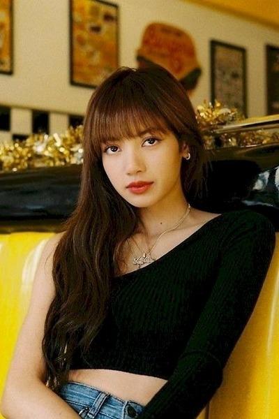 En quelle année Lisa a-t-elle été élue personnalité la plus populaire en Thaïlande ?