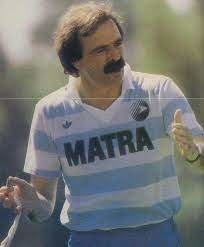 Il a été l'entraîneur du Matra de 1987 à 1989, c'est ?