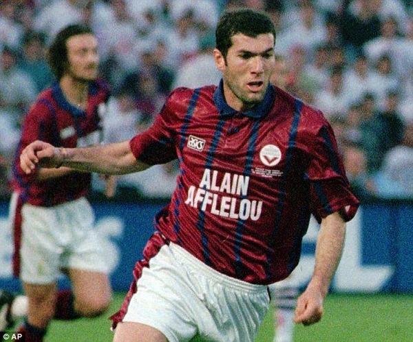 Combien de saisons Zinedine Zidane a-t-il passé à Bordeaux ?