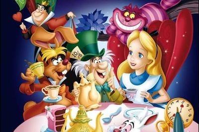 """Dans """"Alice au pays des merveilles"""", quel oiseau aujourd'hui disparu Alice rencontre-t-elle ?"""