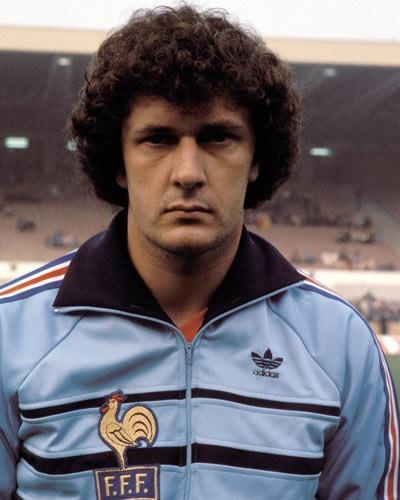 Avec les girondins de Bordeaux, il remporte 2 titres de champions de France. C'est ?