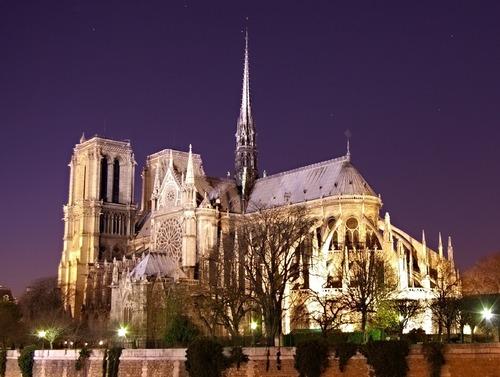 Ce monument est Notre-Dame de Paris :
