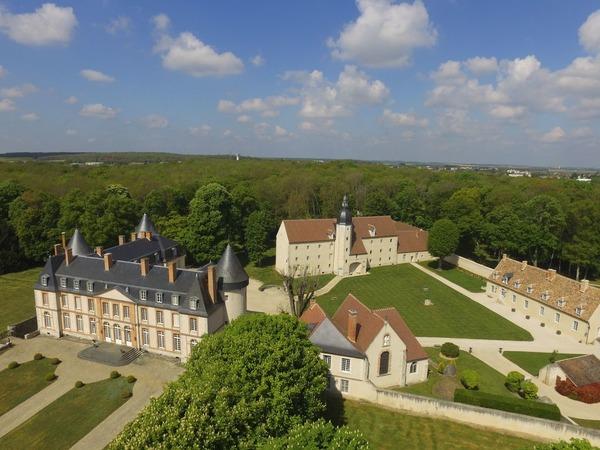 Dans quel département se trouve le château de Malesherbes ?