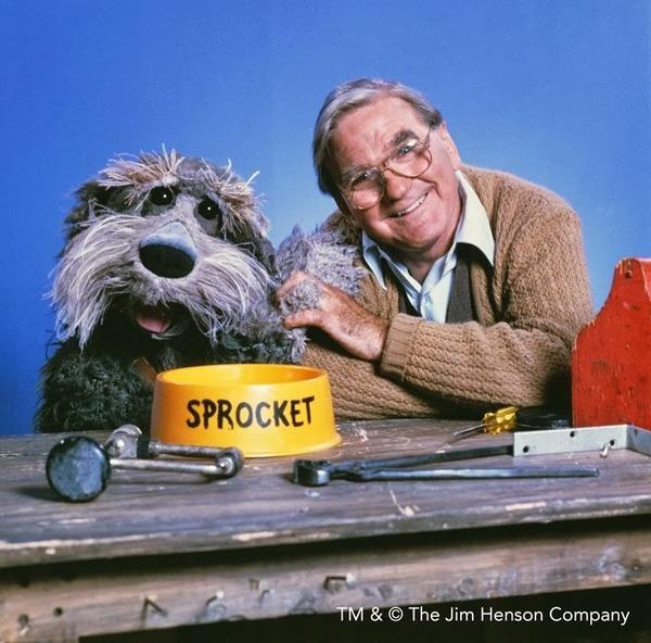 Doc et Croquettes sont des comédiens différents selon les pays de diffusion.