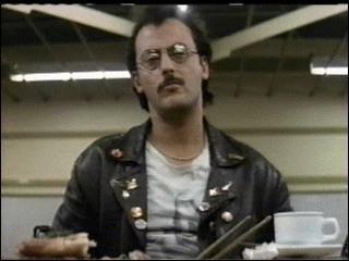 "Dans le film "" Subway "" , de quel instrument joue Jean Reno ?"