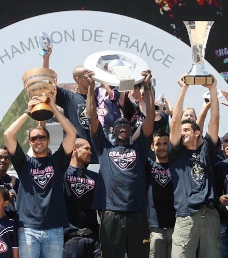 En quelle année les Girondins ont-ils fait le doublé Championnat/Coupe de la Ligue ?