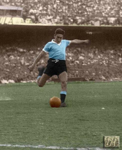 Cet uruguayen offrira le titre à son pays en fin de match. Il s'agit de ?