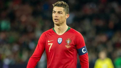 Em que time Cristiano Ronaldo joga atualmente ?
