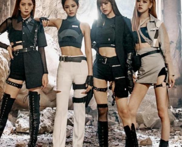 Kill this love şarkının MV sinde araba kullanan üye kimdir ?
