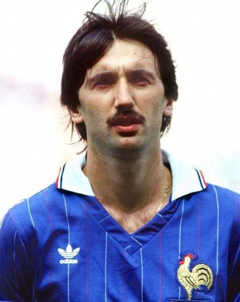 Contre quelle équipe Bernard Genghini a-t-il inscrit un coup-franc direct lors du Mondial 82 ?