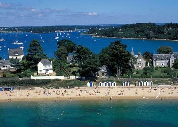 La plus grande île du golfe du Morbihan est :