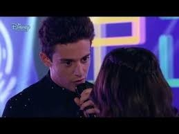 Que canción le canta Matteo a Luna ?