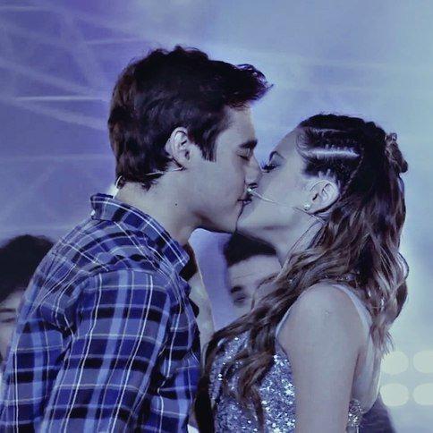 Qui s'embrassèrent à la fin de la chanson : Este no puede terminar ?