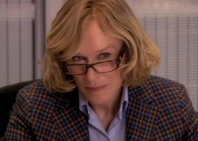 Qu'exprime le visage de Patty Hewes ?