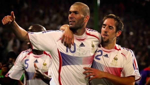 La France retrouve la finale en 2006 et devra affronter .....