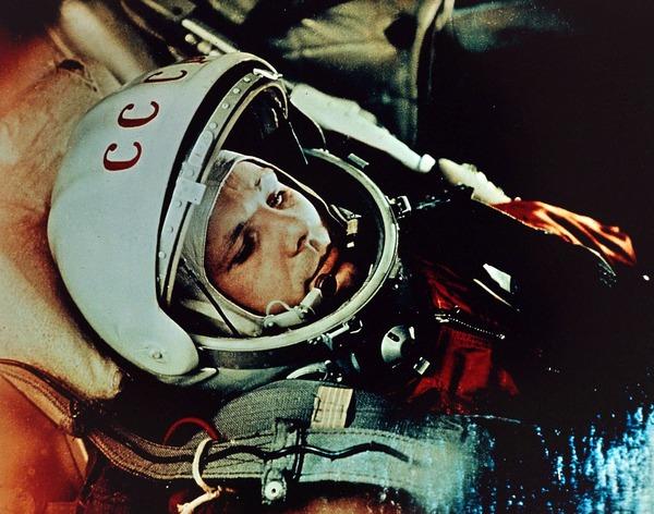 Jak se jmenoval první člověk ve vesmíru a ve kterém roce tam letěl?