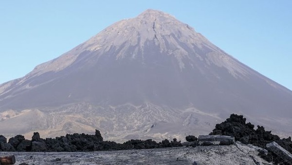Dans quel archipel se trouve le volcan Pico do Fogo ?