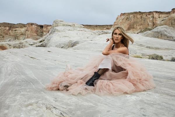 """Les paroles de """"Pour que tu m'aimes encore"""" ont été écrites pour Céline Dion par :"""