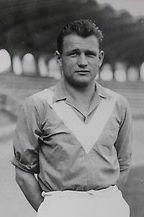 Dans les années 50, il a inscrit 158 buts pour les Girondins, il s'agit de :